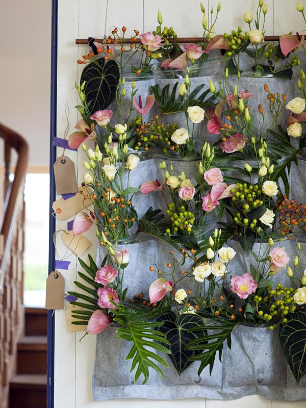 lisianthus aan de muur mooi wat bloemen doen. Black Bedroom Furniture Sets. Home Design Ideas